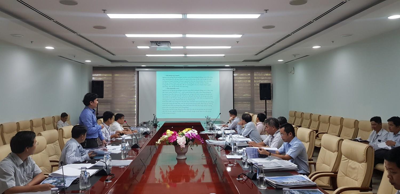 Ông Trần Văn Nam - Giám đốc Trung tâm Tư vấn Kỹ thuật Xây dựng Đà Nẵng - Đơn vị tư vấn tổ chức cuộc thi báo cáo kết quả triển khai trước Ban tổ chức các cuộc thi